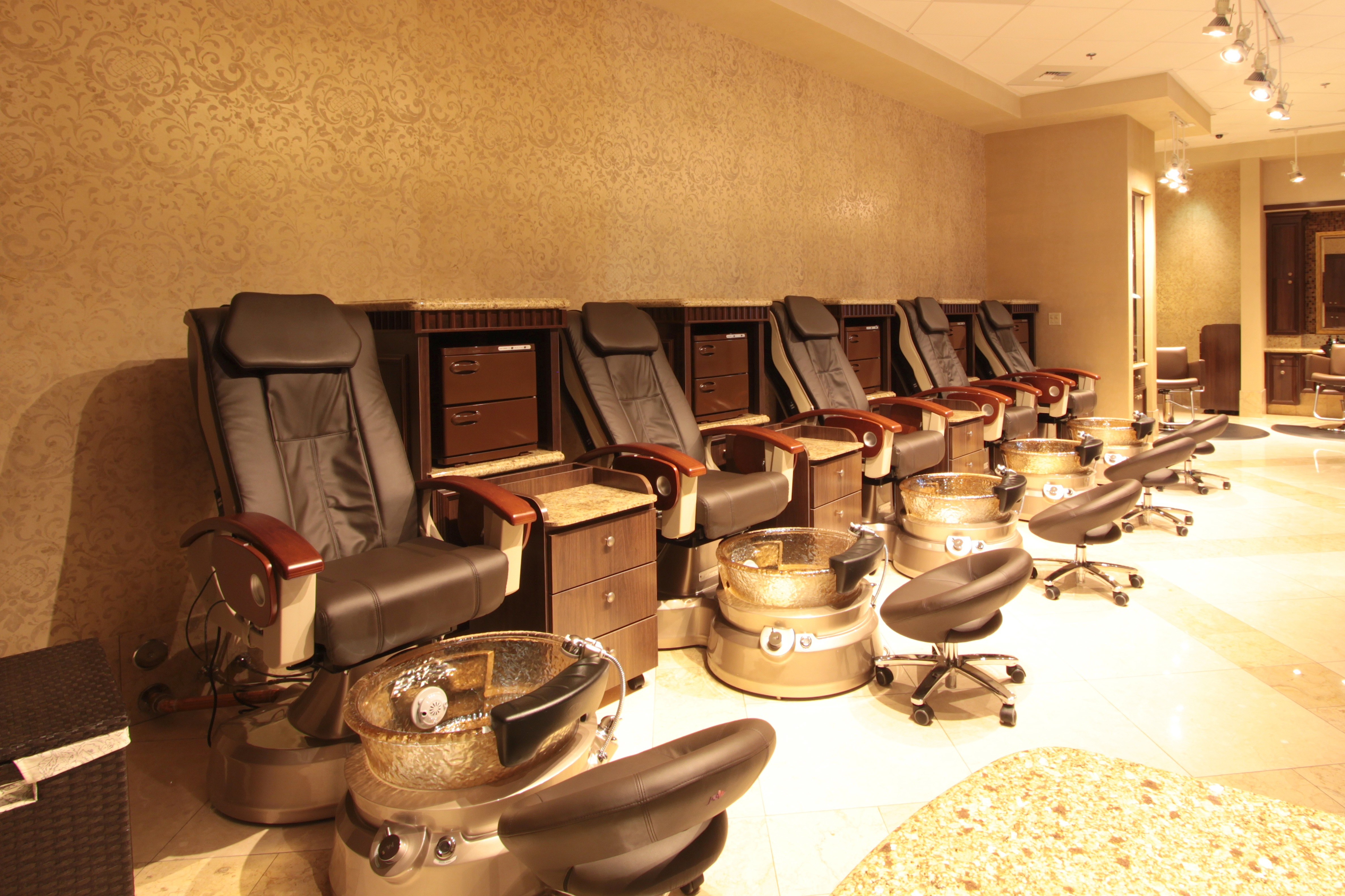 the luxurious pedicure massage chairs at costa del sur spa and salon