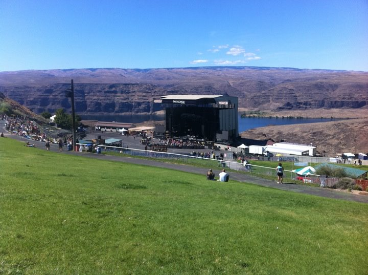 Walking into The Gorge for 3 nights of DMB